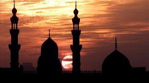 Panika v mošeji: Moški v ženskih oblačilih