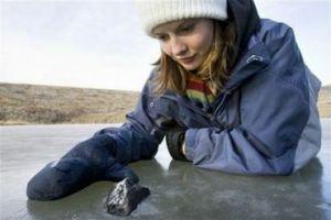 Kanadska znanstvenika sta odkrila ostanke meteorita, ki je osvetlil nebo na Kanado