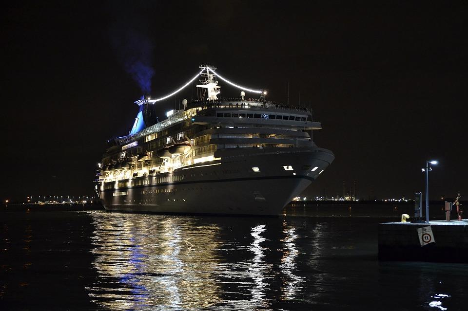 cruise-ship-1156012_960_720