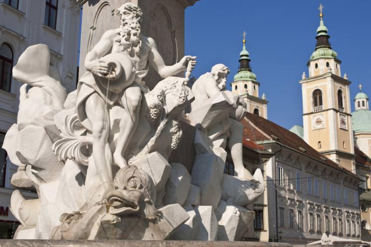 Ljubljana-water-fountain_cs