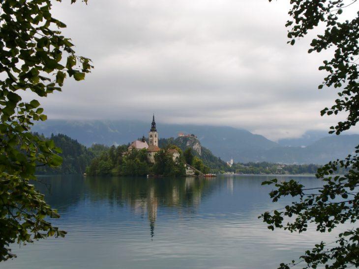 lake-670912_1920
