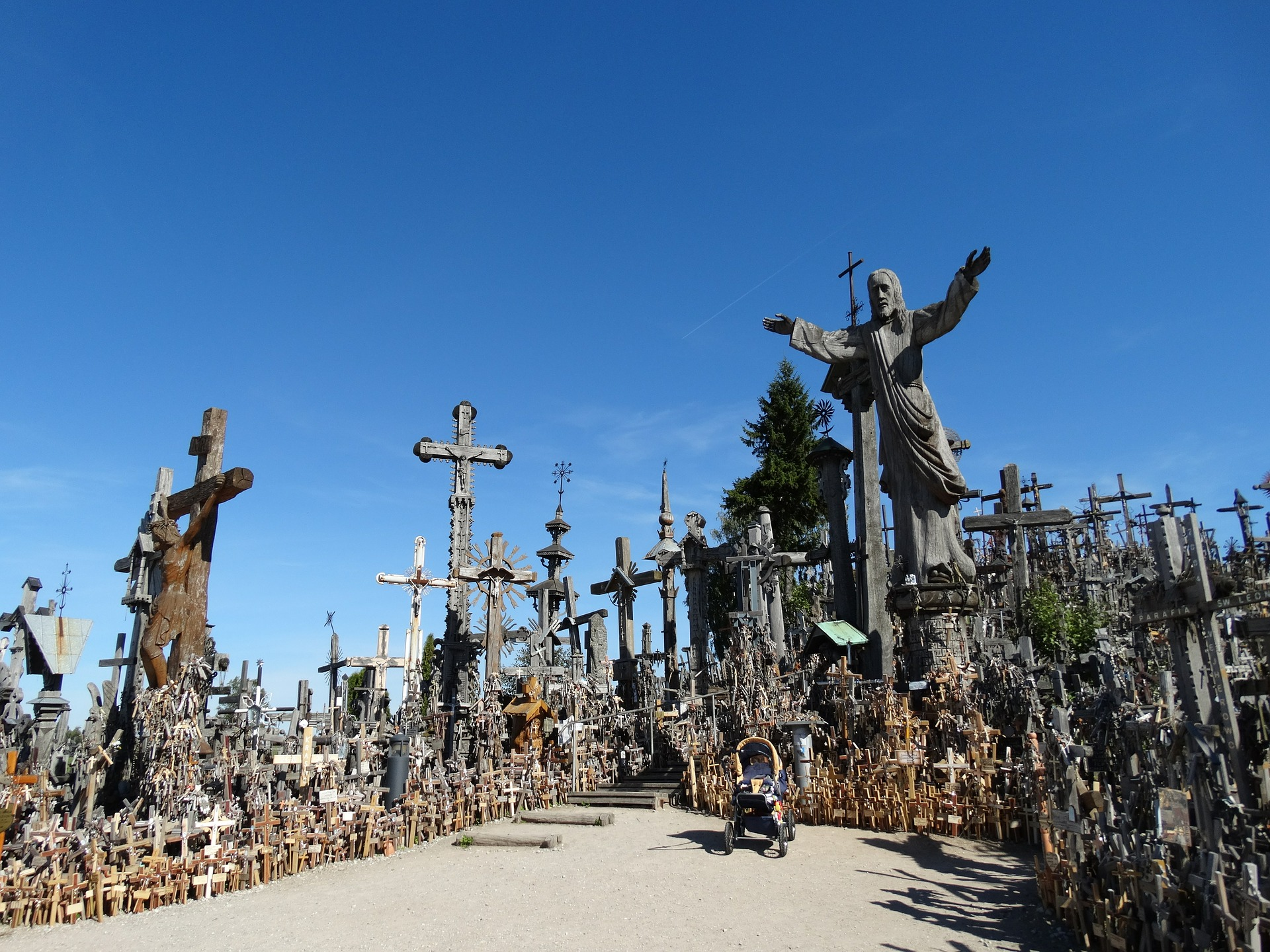 hill-of-crosses-374763_1920