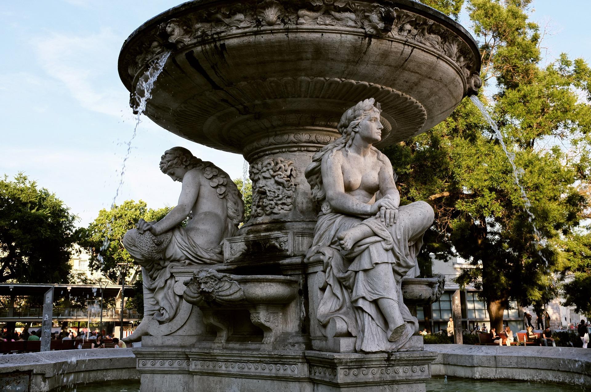 Kje končajo kovanci, ki jih vržemo v fontane?
