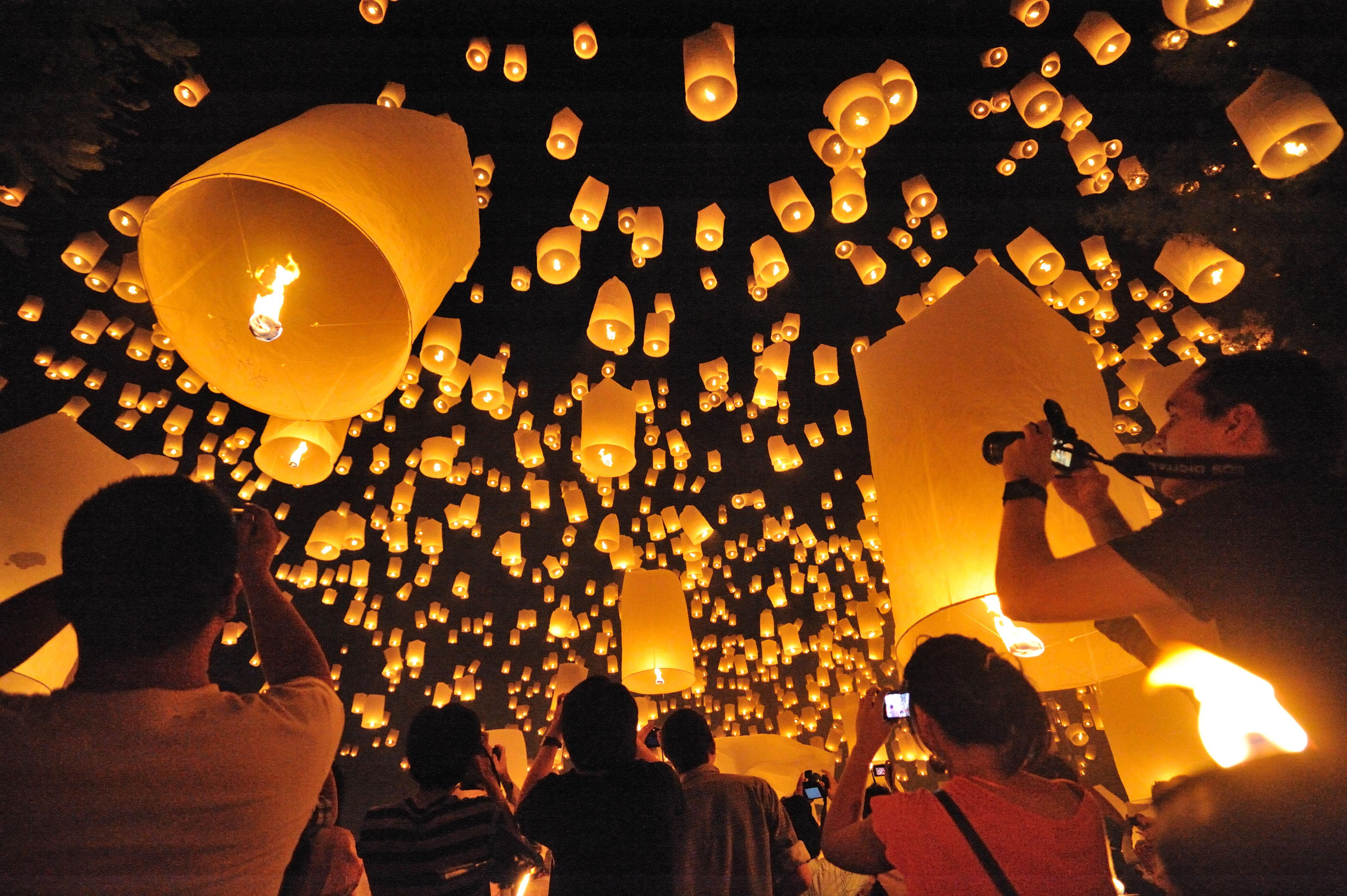 Na tisoče lampijonov v zraku