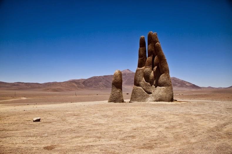 Roka sredi puščave