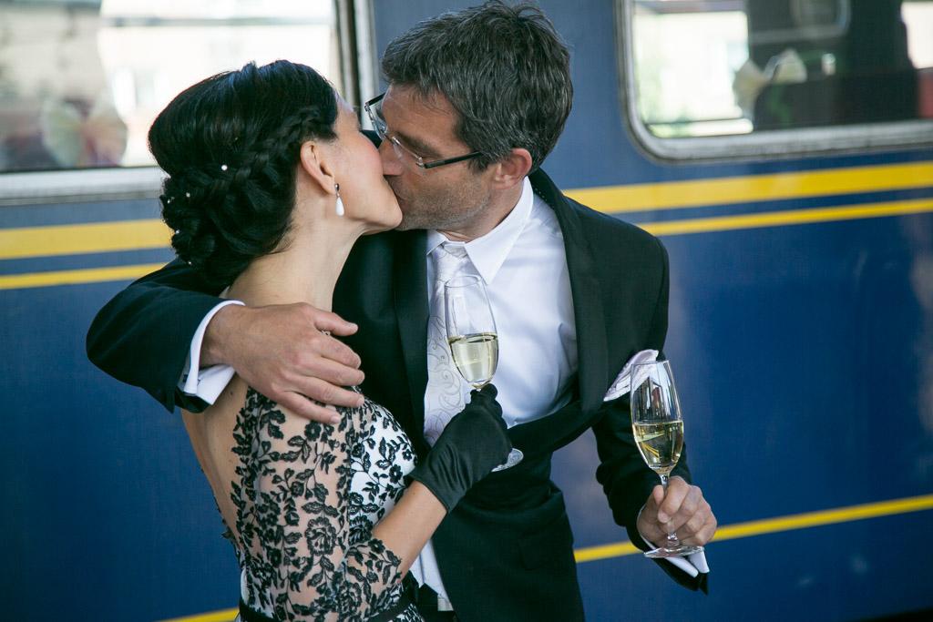 Poroka na vlaku