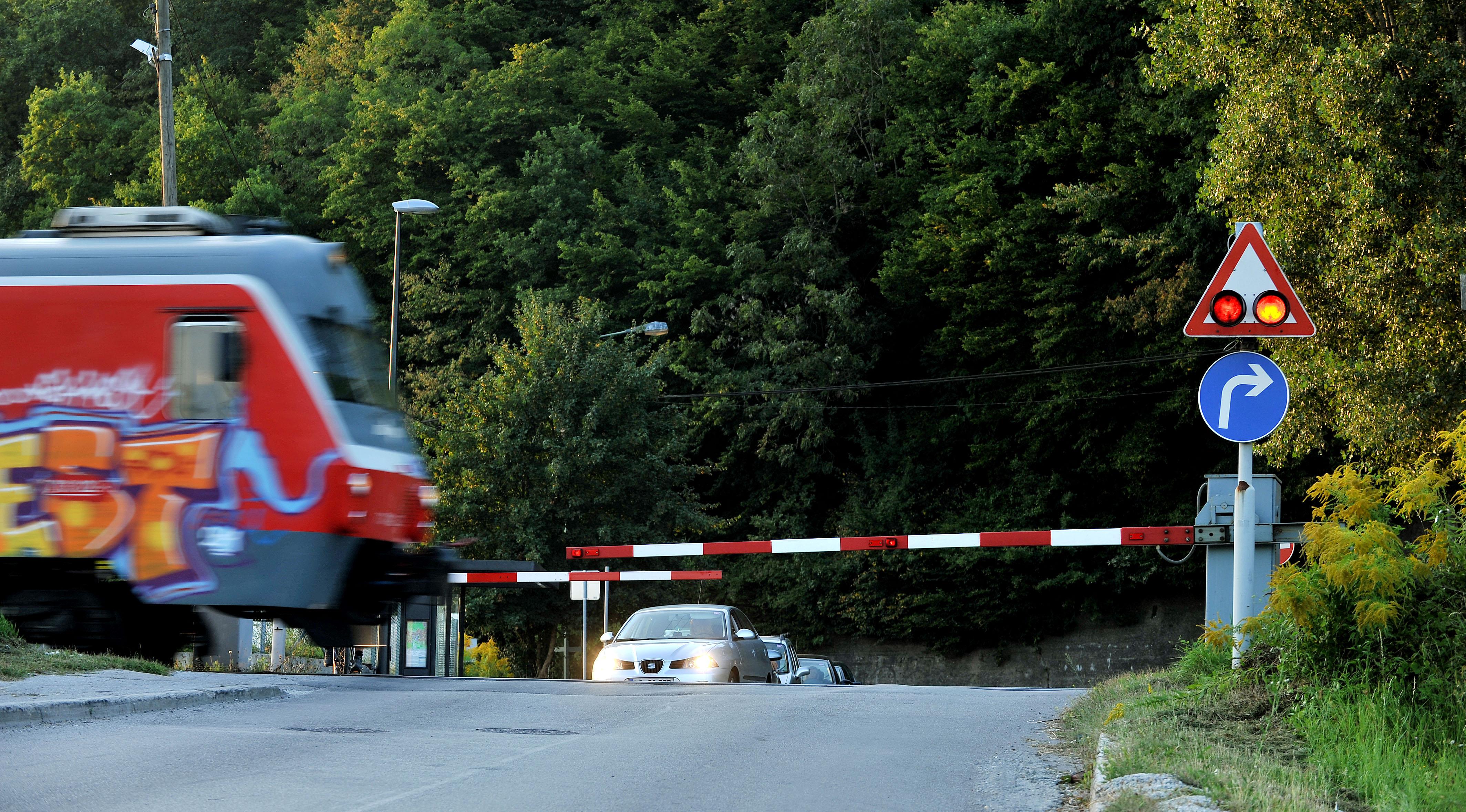 Nesreče na prehodih čez železniško progo lahko preprečimo